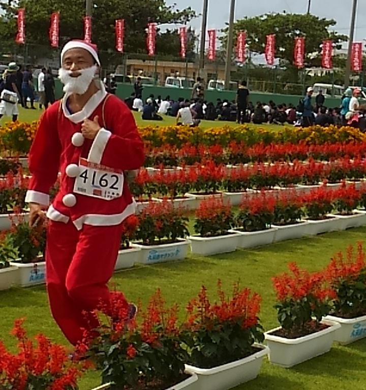 久米マラソンではサンタクロースがプレゼント