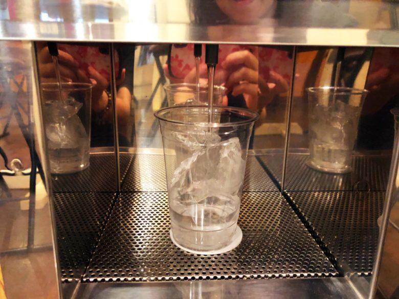 牧志公設市場近くの泡盛自動販売機があるお店で泡盛飲み比べ
