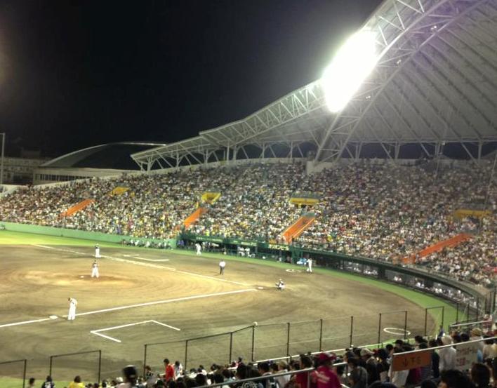ナイターで行われたセルラースタジアムの公式戦