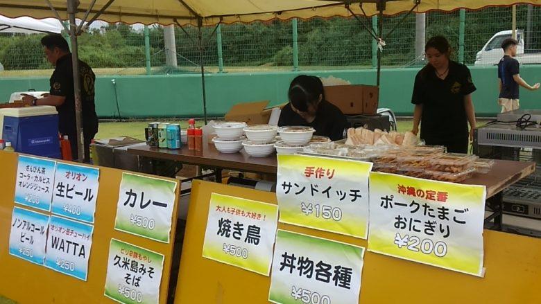 久米島マラソンの参加賞昼食券が使える屋台がたくさんあります。