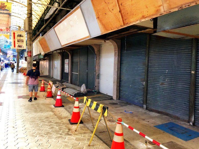 牧志公設市場解体工事に向け看板も取り外し