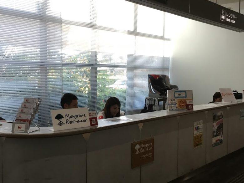 久米島空港レンタカーカウンター