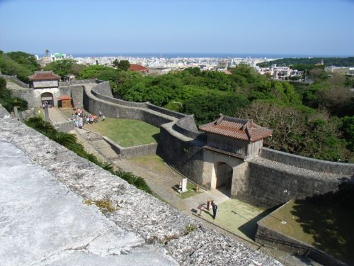 首里城再建に向け観光エリア拡大、御開門の儀式も復活!