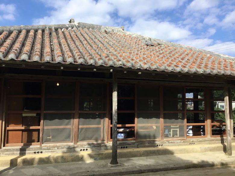 浜比嘉島のてぃーらぶいは古民家食堂です。