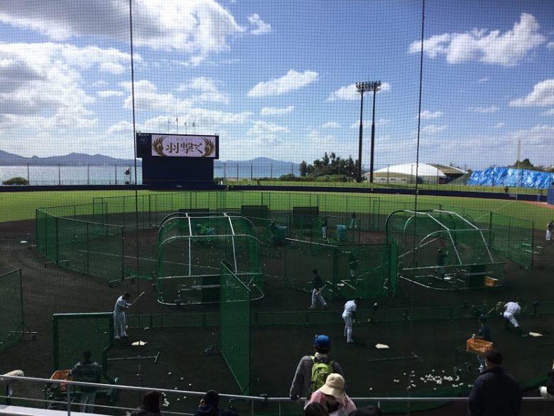名護市民球場で日本ハムがキャンプイン