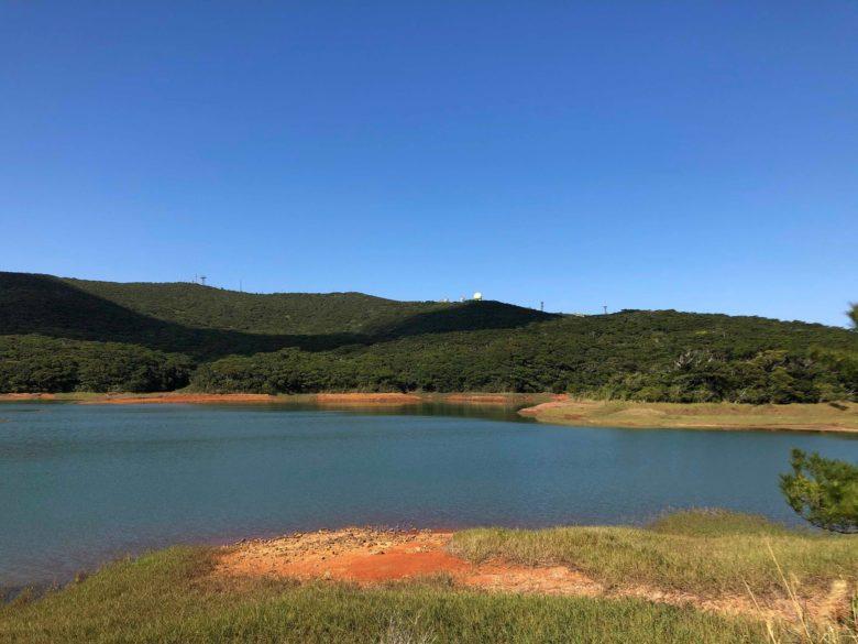久米島の自然、米作りのための人工池があるニブチの森