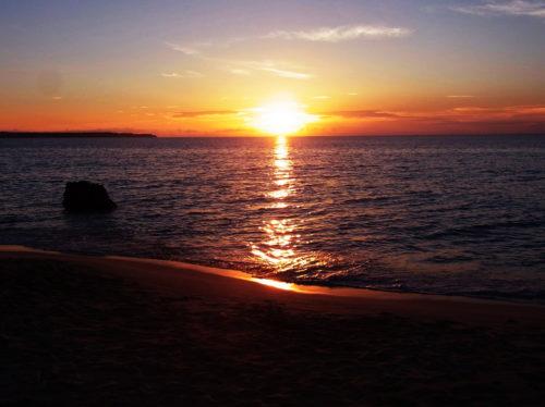 沖縄の離島で絶景の夕日を楽しむ!人気のサンセットスポット7選!