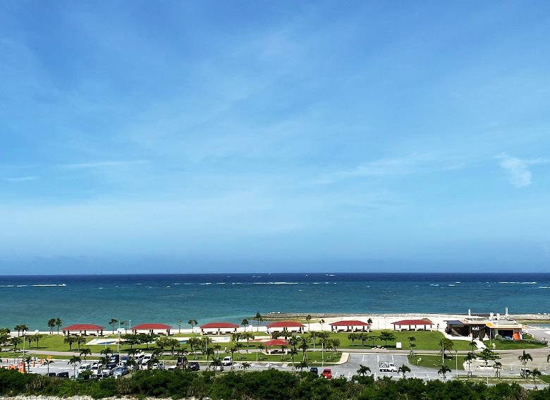 美らSUNビーチが見えるイーアス沖縄豊崎