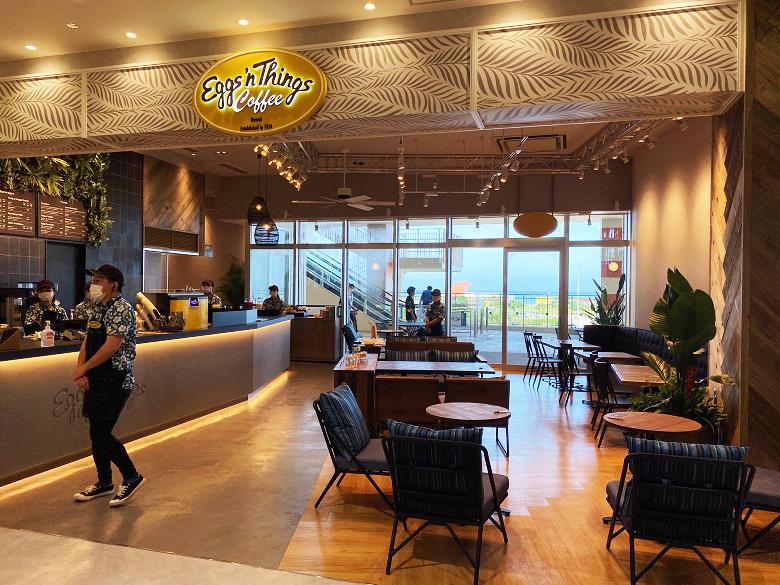 新しいショッピングモールイーアス沖縄豊崎のフードコート