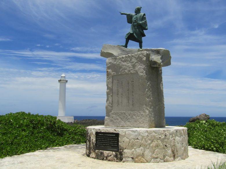 残波岬灯台の泰期像