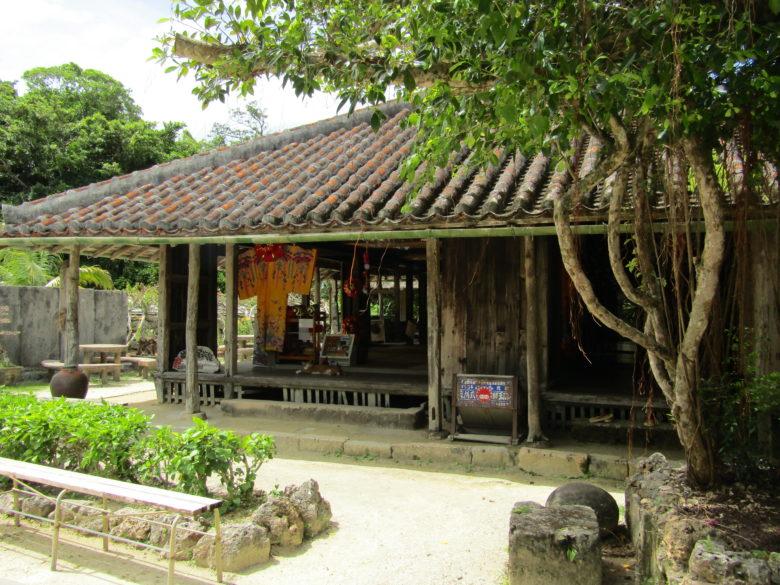 琉球衣装が楽しめる琉球村旧島袋家