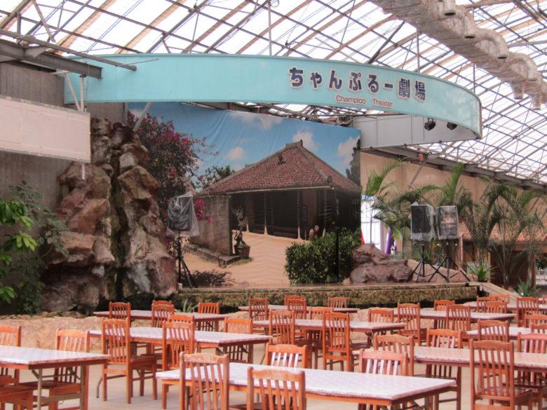 食事をしながらエイサー体験の劇場