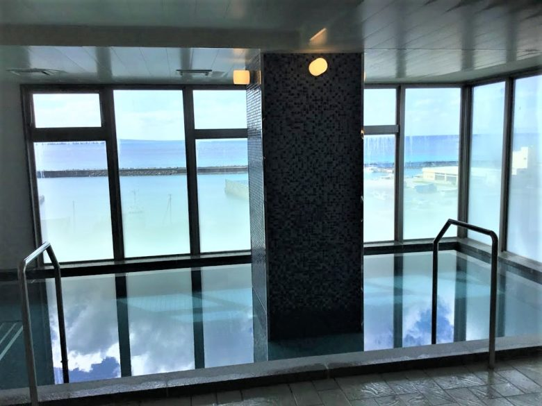 名護漁港を望む展望大浴場