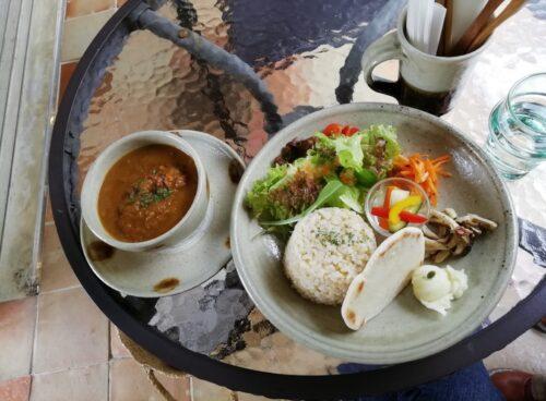 やちむんとカフェの融合、読谷の芸術カフェtou café and gallery