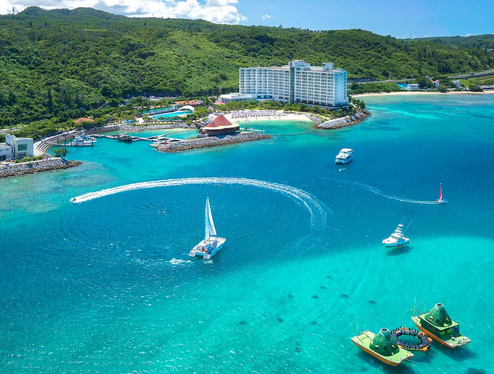 沖縄のグループホテル間の送迎は活用方法色々!